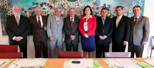 Senadora Katia Abreu (centro) liderou o grupo e definiu a pauta de reivindicações  defendida por todos junto ao governo.