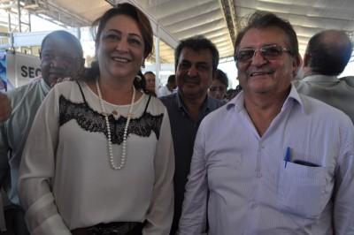 Presidente da Faema, José Hilton Coelho, emoldurado pela ministra Kátia Abreu e pelo vice-presidente da Faema, Raimundo Coelho.