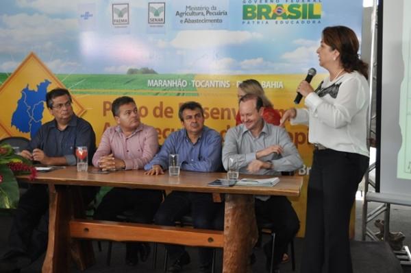 Ministra Kátia Abreu lança oficialmente o Matopiba, observada pelo Governador Flávio Dino, pelo prefeito de Balsas, Luiz Rocha Jr. e pelo presidente da Faema, José Hilton Coelho.