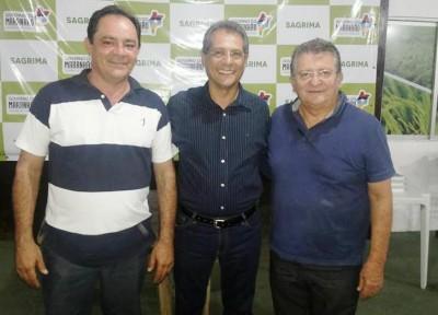 Raimundo Coelho, com o secretário adjunto da Sagrima, Edjailson Sousa e com o presidente do Sinrural, Renato Pereira, na Expoimp 2015.