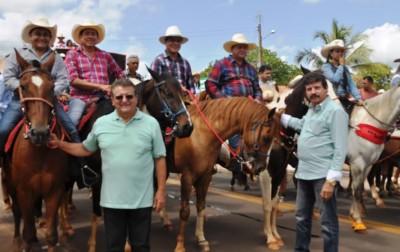 Dirigentes do sistema Faema/Senar na cavalgada de abertura da Expofran em porto Franco.