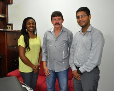 Executivos da Sejap, Silvia Helena Soeiro e Anderson Mendes, com o Luiz Figueiredo, do Senar.