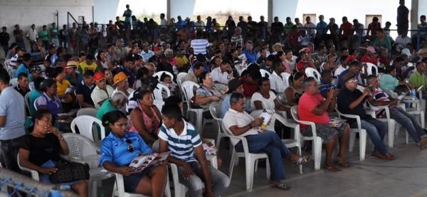 Pequenos e médios produtores rurais envolvidos no processo de desintrusão das terras indígenas awá-guajá participam da audiência pública.