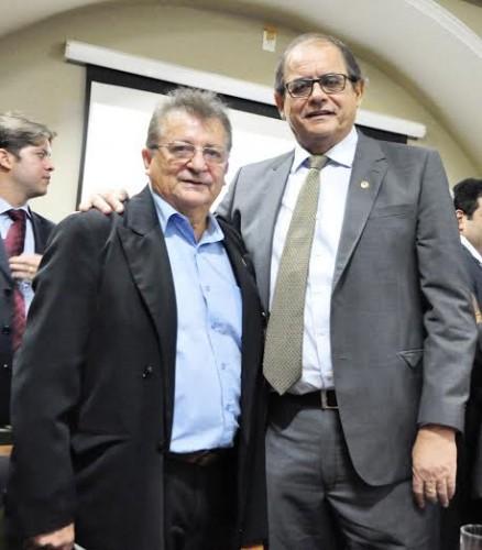 Raimundo Coelho, da Faema com o presidente da Assembléia Legislativa, Humberto Coutinho, durante lançamento da Agritec, no Palácio dos Leões.