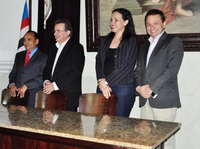 """Equipe de profissionais do sistema Faema/Senar na exposição """"Associativismo com empreendedorismo"""", realizada na Associação Comercial."""