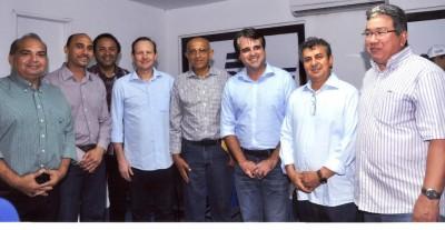 José Hilton Coelho de Sousa com o secretário da Sagrima Márcio Honaiser, Sebastião Anchieta, (Aged), Edilson Baldes, (Fiema), José Assub, (Ascem), João Martins, (Sebrae) e o deputado estadual Fábio Braga, (PT do B).