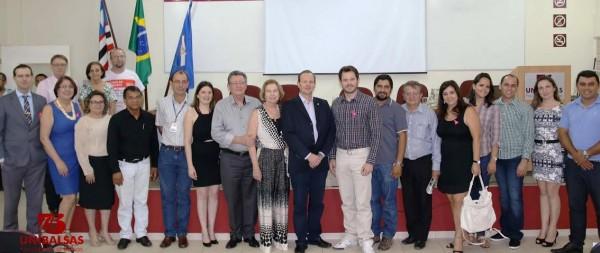 Raimundo Coelho com o secretário da Sagrima e diretor da Unibalsas, Márcio Honaiser, dirigentes e convidados em aula inaugural.