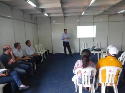 Palestrante Gustavo Beduschi da Viva Lácteos na reunião da Câmara Setorial do leite na Agritec Açailândia.