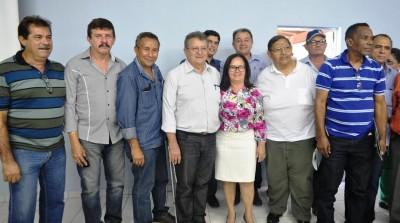 Parceria que deu certo: O presidente da Faema, Raimundo Coelho, com o superintendente do Senar, Luiz Figueiredo, a prefeita de Chapadinha, Ducilene Belezinha, presidentes de sindicatos de produtores rurais, (Caxias e Rosário) e o superintendente do SFA-MA, Jorge Nascimento.