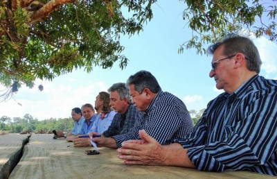 Grupo de gestores maranhenses em visita á Fazenda Pitital, no Acre.