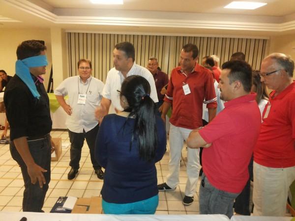 Instrutores participam de dinâmicas incluídas na capacitação do NCR