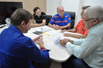 Raimundo Coelho, da Faema, assina acordo na sede da Embrapa, para o desenvolvimento da agricultura no estado.