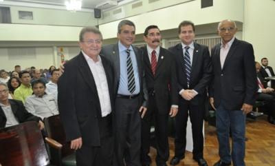 Raimundo Coelho ao lado de representantes empresariais, comerciais e políticas do Maranhão, na festa de posse do novo presidente da Faem.