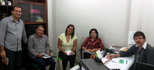 Equipe do Senar-MA, em reunião com a coordenadora de programas e projetos na área de Saúde, Deimiluce Coaracy.