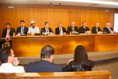 Raimundo Coelho abre audiência pública sobre o projeto 'boi em pé'.