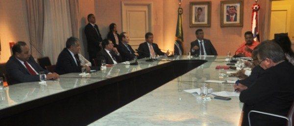 O governador Flávio Dino, com apoio do secretário da Infraestrutura, Cleyton Noleto, apresentou estradas recuperadas em seu governo.