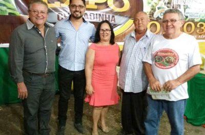 Raimundo Coelho, da Faema ao lado da prefeita Dulcilene Belezinha, do presidente do Sindicato dos Produtores Rurais, José Luzia e parceiros.