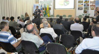 Assessor do BB, Vinícus Silveira, lança o Plano aos convidados na sede do sistema Faema/Senar.
