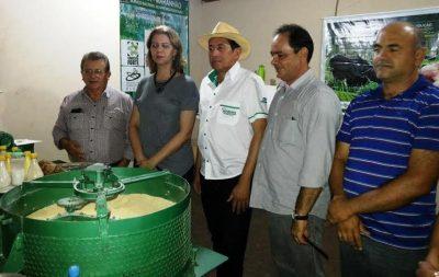 O organizador da Expofran, Itamar Miranda visita estande do sistema Faema/Senar acompanhado por Coelho e lideranças regionais, parceiras do evento.