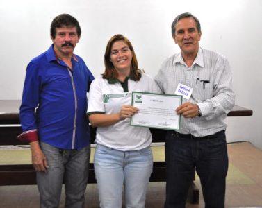 Técnica de Campo é certificada pelo superintendente do Senar, Luiz Figueiredo.