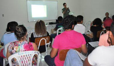 Instrutor do Senar com os futuros técnicos em agronegócio.