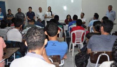 Aline Saldanha apresenta o programa ABC Cerrado aos participantes.
