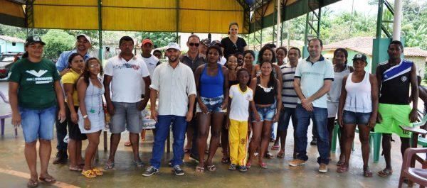 Comunidade e parceiros após reunião em São José dos Portugueses.