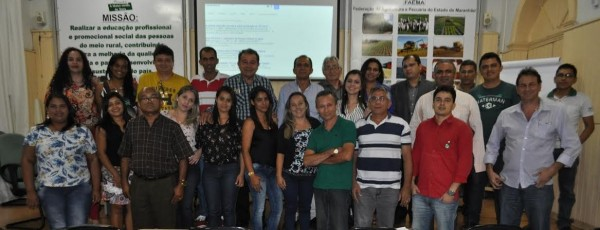 Turma de colaboradores, técnicos da RF e representantes do sistema Faema/Senar.