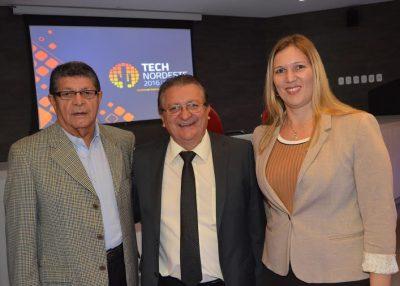 Raimundo Coelho com o gerente de Soluções e Interlocuções do Sebrae, Luís Genésio Portella e a diretora de Administração e Finanças do Sebrae no Maranhão, Rachel Jordão.
