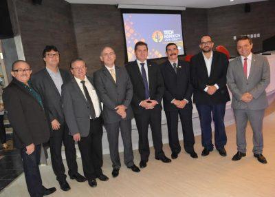 O presidente da Faema e vice-presidente do Conselho Deliberativo Estadual do Sebrae, Raimundo Coelho, com representantes dos setores governamentais e produtivos do Maranhão.