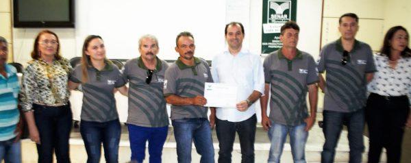 Epitácio Rocha, da ATeG, com a presidente do Sindicato, Rosemeire Freitas, produtores e parceiros.