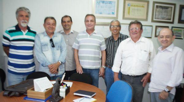 Luís Fernando, de Ribamar com membros de seu futuro governo com equipe do Senar.
