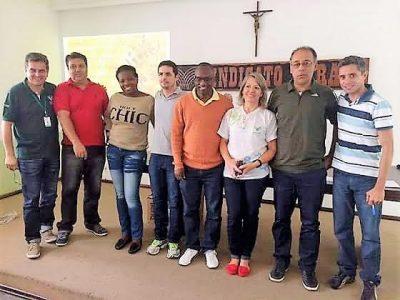 Margarete (de camisa branca) com os colegas do polo de Barra Mansa (RJ)