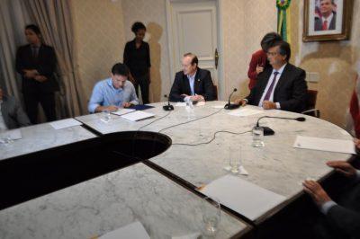 Governador Flávio Dino recebe o presidente da CNA, João Martins, o secretário-executivo do Senar Brasil, presidentes das Federações do Nordeste e o presidenteda Faema.
