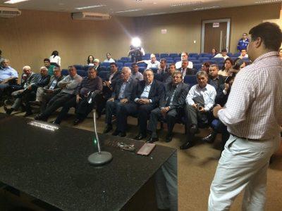 João Martins, da CNA e sua comitiva durante palestra na sede da EMAP.